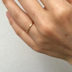 【チェリーブラウン(CHERRY BROWN)の口コミ】 キラキラと輝いている指輪も魅力的ですが、普段使いできるマットな質感が…