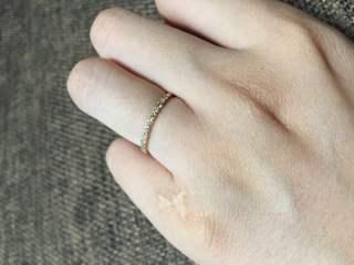 【AHKAH(アーカー)の口コミ】 婚約指輪としての購入でしたが、あまり仰々しいもの・着けにくいものは嫌…
