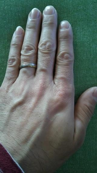 【LAPAGE(ラパージュ)の口コミ】 ごつごつして節が張った自分の指をスッキリ見せてくれるデザインが気に入り…