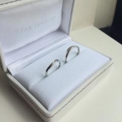 【スタージュエリー(STAR JEWELRY)の口コミ】 お互いに日常的に指輪をつけるので、シンプルながら、指にとてもよくフィッ…