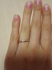 【Galopine & Galopin(ガロピーネガロパン)の口コミ】 ピンクゴールドで、肌に馴染みやすくきれいに見えたからです。また、指輪…