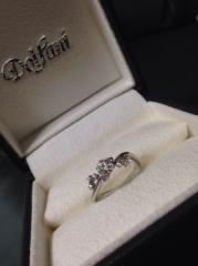 【Dolfani(ドルファーニ )の口コミ】 他店にはないピンクダイヤをふんだんに使ったリボン風の可愛らしいデザイ…