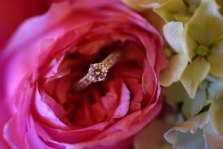 【ティファニー(Tiffany & Co.)の口コミ】 指輪は昔からの憧れのティファニーでと決めていました。 その中でも一際、…