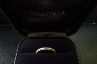 【ティファニー(Tiffany & Co.)の口コミ】 シンプルなリングではなく、少しデザイン性があるものを探していました。 …