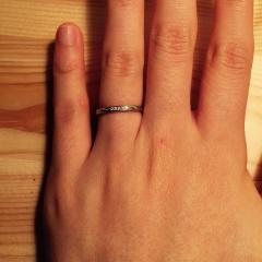 【俄(にわか)の口コミ】 婚約指輪の方が先に決まったので、それに合わせてセットできる指輪を選びま…