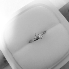 【俄(にわか)の口コミ】 婚約指輪を買って貰えることになり、店に探しに行き2つの候補から「月彩」…