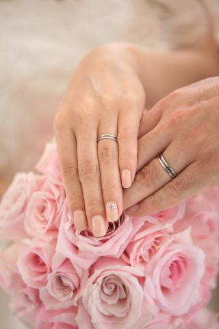 【ROCCA(ロッカ)の口コミ】 結婚指輪は絶対に黒のラインが入っている指輪にしようと思っていたのに、ど…