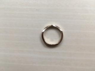 【festaria bijou SOPHIA(フェスタリア ビジュソフィア)の口コミ】 シルバーではなく、ゴールドの指輪を探していました。 しかも上からみても…