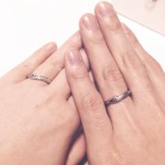 【銀座ダイヤモンドシライシの口コミ】 デザインと着け心地です。 自分の短い指がコンプレックスで、8号でも入る…