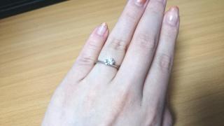 【festaria bijou SOPHIA(フェスタリア ビジュソフィア)の口コミ】 指輪の形はV字型と決めていたので、そのデザインのものをメインに探してい…