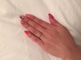 【AHKAH(アーカー)の口コミ】 ひとつ婚約指輪をサプライズでプレゼントしてくれましたが、どうしても立…