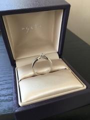 【agete(アガット)の口コミ】 上品でとてもかわいらしいデザインです。ダイヤの土台が王冠になっている…