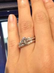 【ラザール ダイヤモンド(LAZARE DIAMOND)の口コミ】 何よりも妻が気に入ったことが決め手です。 他にもティファニーやカルティ…