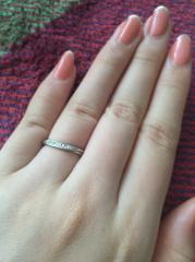 【銀座ダイヤモンドシライシの口コミ】 指が短いことがコンプレックスだったので、なるべく指の短さが目立たないデ…