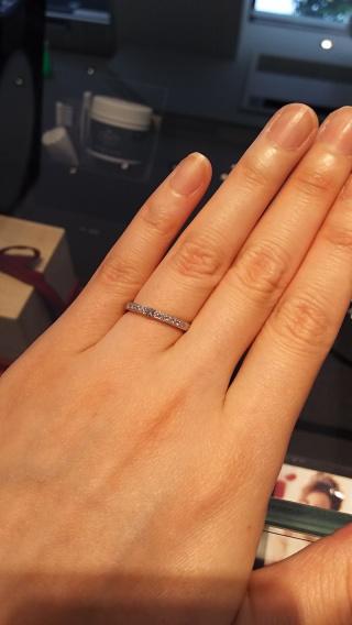 【エクセルコダイヤモンド(EXELCO DIAMOND)の口コミ】 ミル打ちのデザインが好きなので、手打ちのミルがとても素敵だったこと。 …