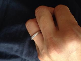 【ティファニー(Tiffany & Co.)の口コミ】 プラチナの土台に、半分ダイアモンドが並んでいるデザインです。普段指輪…