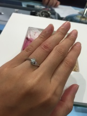【宝寿堂(ほうじゅどう)の口コミ】 自分が欲しい形の指輪を伝えた上で、いろいろな商品を見せてくれました。 …