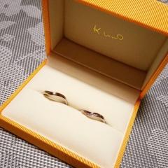 【ケイウノ ブライダル(K.UNO BRIDAL)の口コミ】 こちらのショップで婚約指輪も購入したため、重ね付けした時に相性のいい…