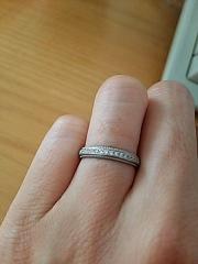【アイプリモ(I-PRIMO)の口コミ】 細めの華奢な指輪をつけると、いつも指が見た目すごいゴツゴツしているよ…