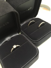 【ティファニー(Tiffany & Co.)の口コミ】 婚約指輪のハーモニーに合う、ハーフエタニティリングを探していました。…