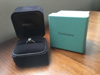 【ティファニー(Tiffany & Co.)の口コミ】 主人の意向で婚約指輪は2人で一緒に選ぶことになり、色々なお店を回って探…