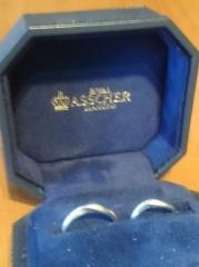 【ROYAL ASSCHER(ロイヤル・アッシャー)の口コミ】 他のブランドの指輪をはめた感覚を比べると、圧倒的に滑らかに指に入った…