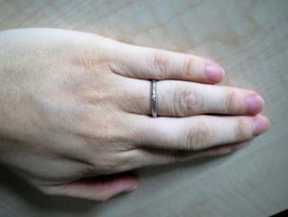 【アイプリモ(I-PRIMO)の口コミ】 職場では、あまり派手なデザインの指輪はつけたくなかったので、シンプルな…