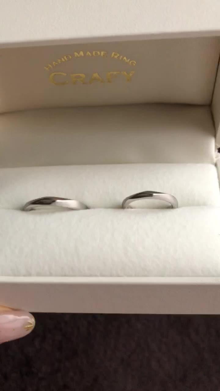 指輪の素材を場所によって変えています。
