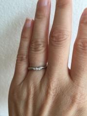 【エクセルコダイヤモンド(EXELCO DIAMOND)の口コミ】 主張しすぎないダイヤと粒粒のデザインは私好みの可愛いデザインだが、歳を…