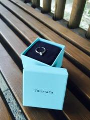 【ティファニー(Tiffany & Co.)の口コミ】 キラキラダイヤが輝く物を目当てに選びに行きました。婚約指輪だったので、…
