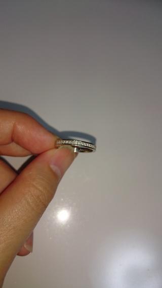 【リューツウの口コミ】 まず婚約指輪が旦那さんがデザインし、ダイヤから、周りの装飾のダイヤま…