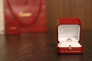 【カルティエ(Cartier)の口コミ】 プロポーズの翌日に二人で一緒に何店舗か見て歩き、デザインに一目ぼれし…