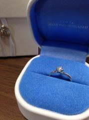 【銀座ダイヤモンドシライシの口コミ】 彼から頂いた婚約指輪、とても素敵でした。それとセットのものがあるという…