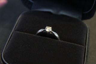 【ティファニー(Tiffany & Co.)の口コミ】 シンプルなデザインの指輪を希望しており、一番指にはめてしっくりくるのが…