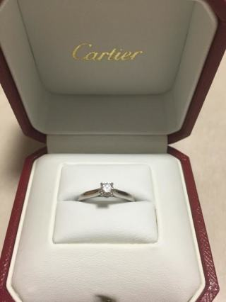 【カルティエ(Cartier)の口コミ】 主人の中で、婚約指輪と言えばカルティエと言うイメージがあったようで、…