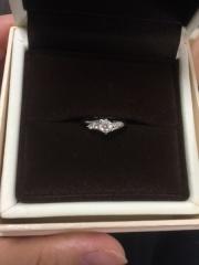 【アイプリモ(I-PRIMO)の口コミ】 鍵爪のいかにもという婚約指輪は嫌だったので普段使いできるような指輪を探…