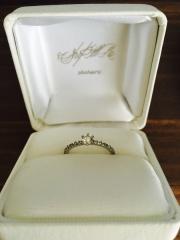 【shihara(シハラ)の口コミ】 真ん中のダイヤモンドを14石のダイヤモンドで囲んでいるゴージャスさと、…