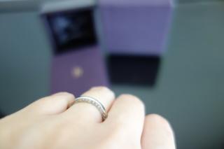 【ブシュロン(BOUCHERON)の口コミ】 横にダイヤが13個ついていて正面からはダイヤが見えないところ、リングの…