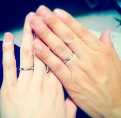 【銀座ダイヤモンドシライシの口コミ】 女性のリングにはダイヤがついているのが多く、デザインがまったく同じの…