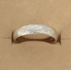 【ジィオデシックの口コミ】 私は、手持ちの指輪は、ゴールド色 シルバー色、ピンクゴールド色と、色味…