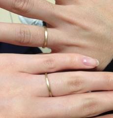 【チェリーブラウン(CHERRY BROWN)の口コミ】 夫婦ともにシンプルなデザインが好きです。 結婚指輪を購入するかどうかさ…