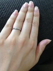 【アイプリモ(I-PRIMO)の口コミ】 結婚指輪は主人とペアでするので二人とも気に入りこの指輪を選びました。私…