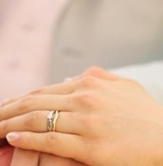 【ティファニー(Tiffany & Co.)の口コミ】 同ブランドの婚約指輪と重ねつけをするのを前提に選びました。ストレートで…