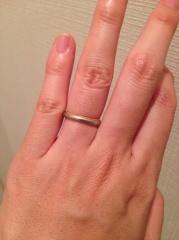 【バーニーズニューヨーク(BARNEYS NEW YORK)の口コミ】 シンプルで他の指輪と合わせやすく、洋服も選ばないです。またプラチナと…