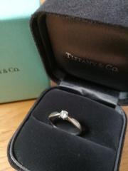 【ティファニー(Tiffany & Co.)の口コミ】 シンプルなデザインの婚約指輪がほしくて探していました。自己主張しすぎ…