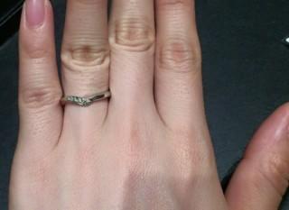 【エクセルコダイヤモンド(EXELCO DIAMOND)の口コミ】 指が太めで、骨が太いので少しVの形になっているものの方が指が綺麗に見え…