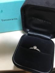 【ティファニー(Tiffany & Co.)の口コミ】 婚約指輪は絶対に憧れのティファニーがいいと結婚前から決めていたので、ブ…