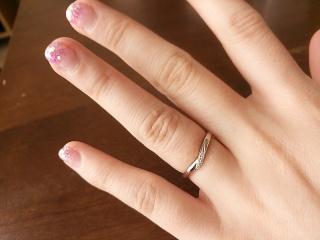 【アイプリモ(I-PRIMO)の口コミ】 同じブランドの婚約指輪と重ね付けできるものを選びました。シンプルなだ…