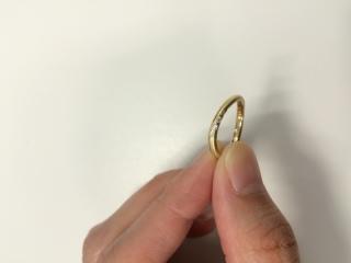 【agete(アガット)の口コミ】 この指輪の決めてはK18イエローゴールドにマット加工がされており、曲線…