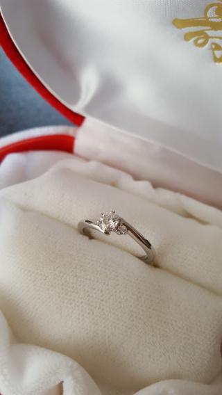 【中央宝石研究所の口コミ】 婚約指輪なので、主人が外商の方とお話をして決めてくれました。 なので、…